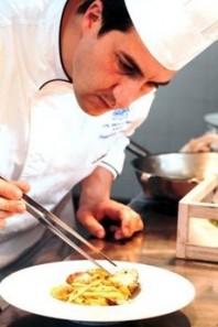 La mission dello chef  Francesco Carrieri dell'hotel Torre di Cala Piccola è rendere i clienti felici