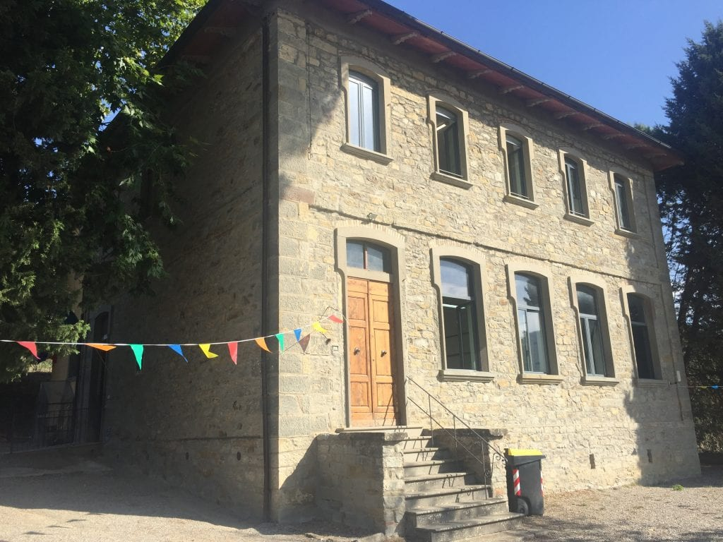 Scuola elementare Santa Cristina: centrale termica alimentata a metano e impianto elettrico funzionante
