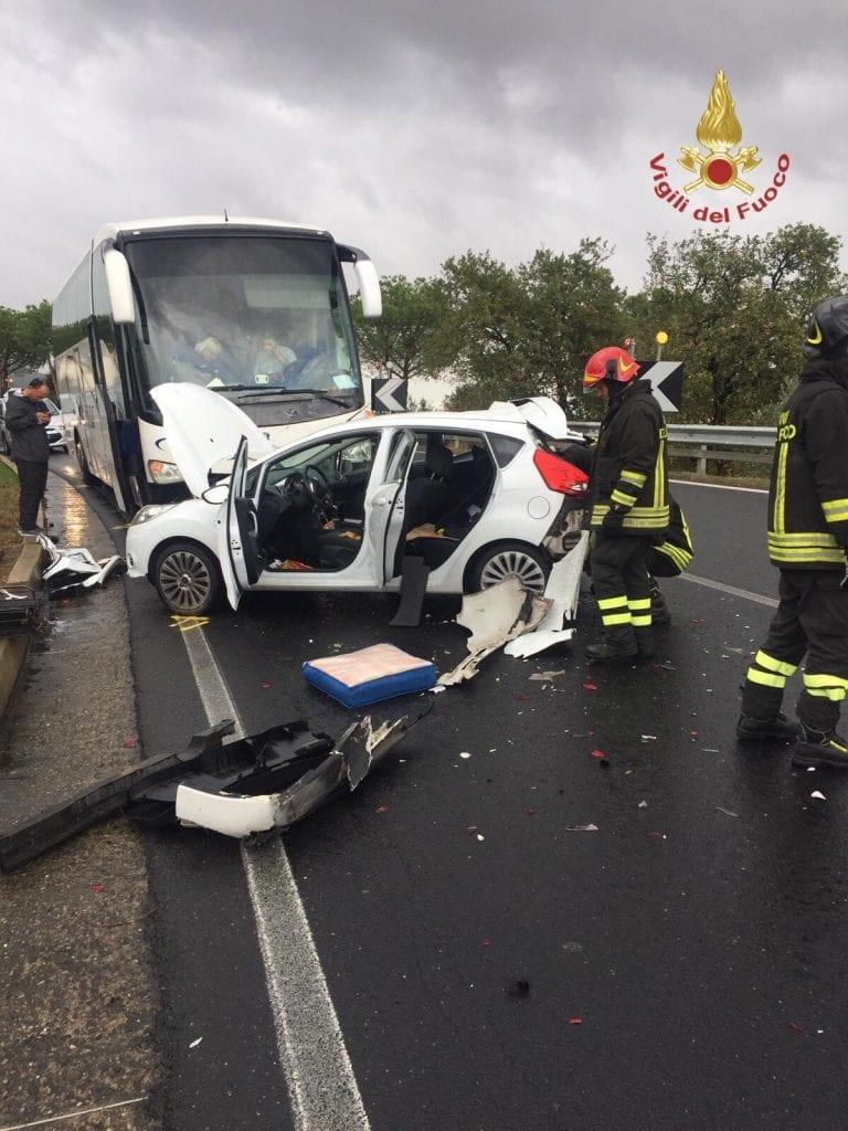 Incidente sulla 71, auto contro pullman