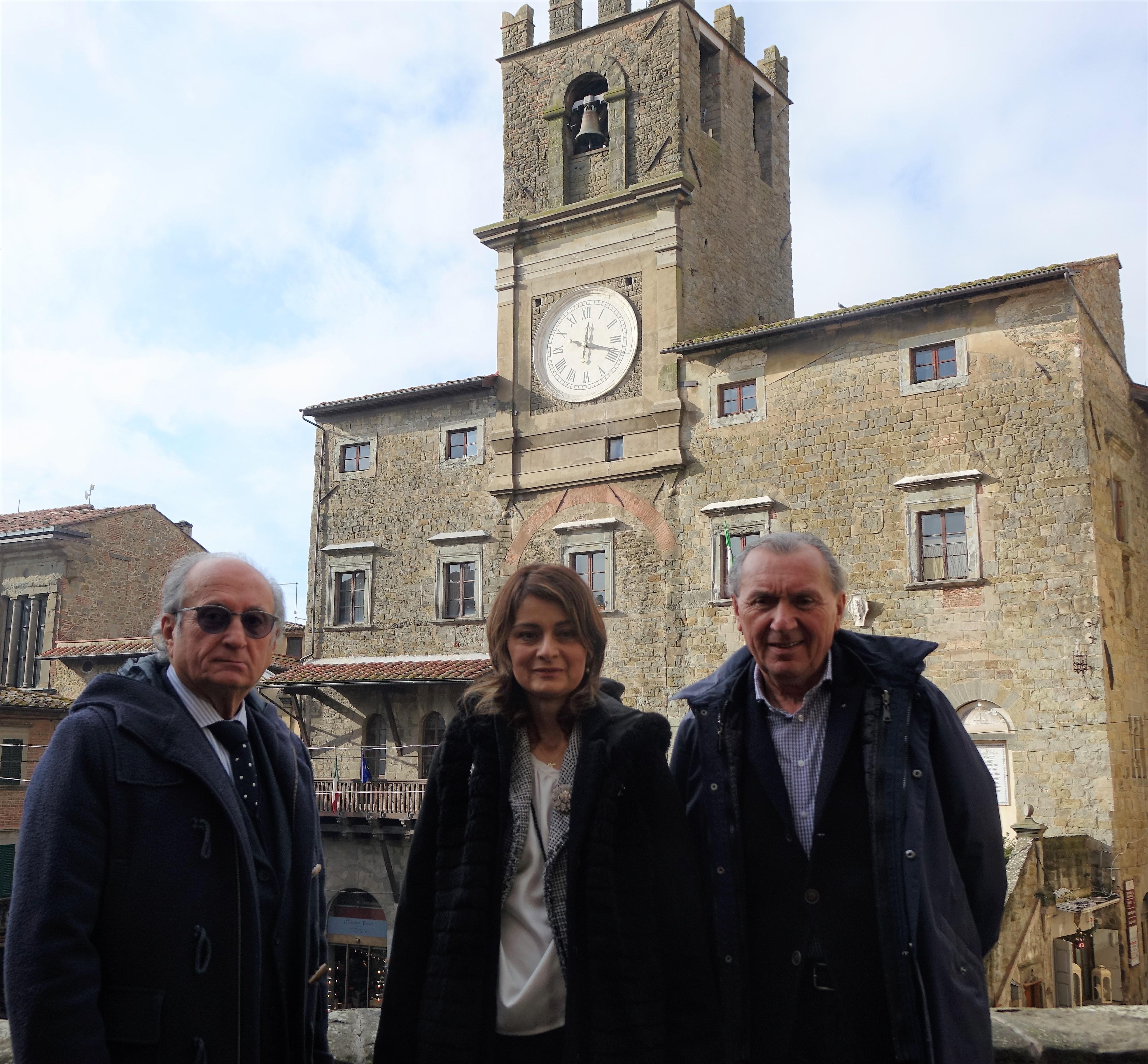 Cortona, l'orologio del Comune è tornato al suo splendore