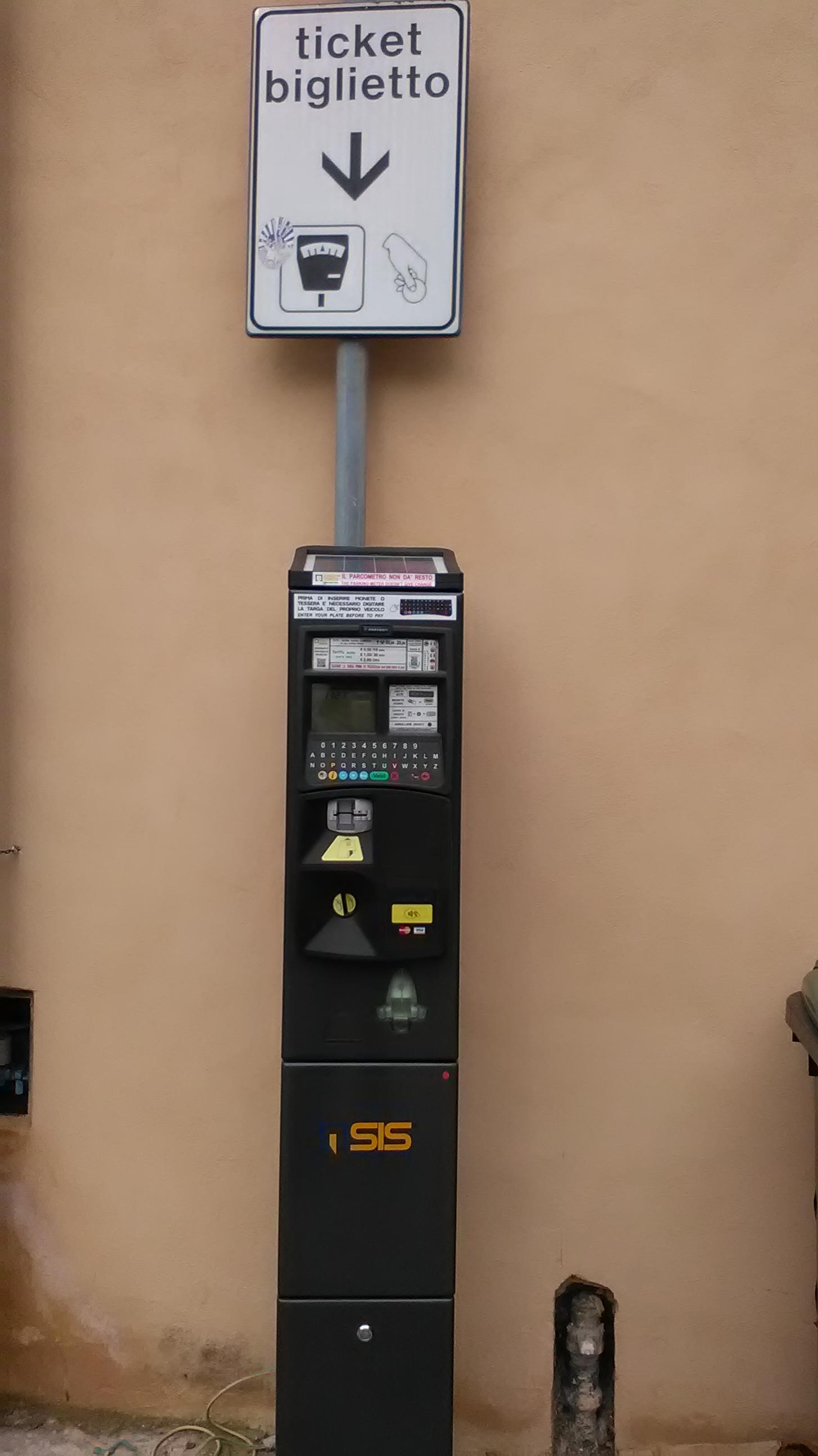 Ridotti gli stalli a pagamento e tariffe bloccate per i parcheggi a Castiglioni