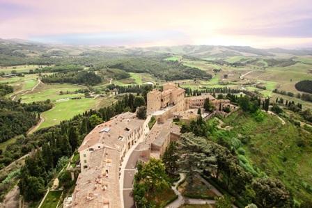 Al Toscana Resort Castelfalfi caccia alle uova