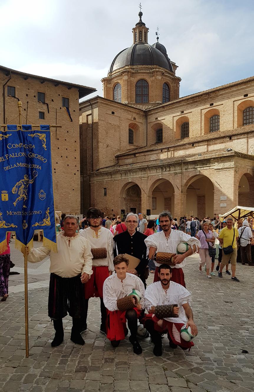 La Compagnia del Pallone Grosso in trasferta a Urbino