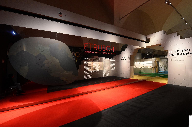 La Tabula Cortonensis e preziosi corredi funerari etruschi in mostra al Museo Civico Archeologico di Bologna