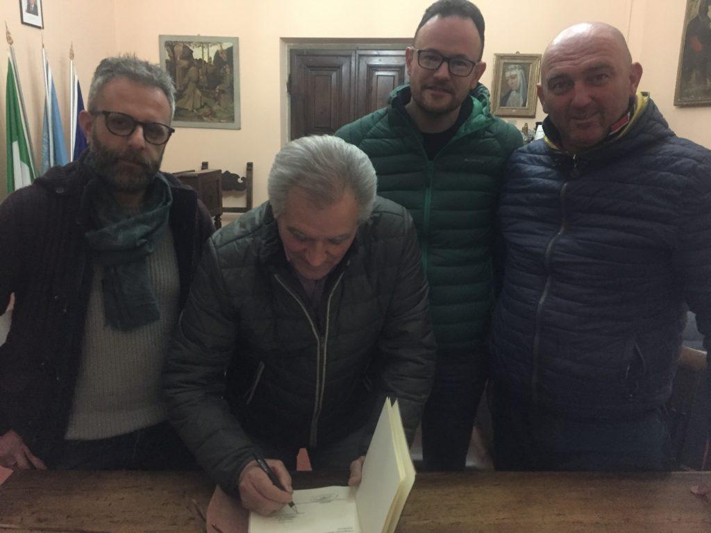 """Incontro ufficiale tra il magistrato Dino Cirelli e i capitani dei terzieri. Firmato il """"Codex Palii"""""""