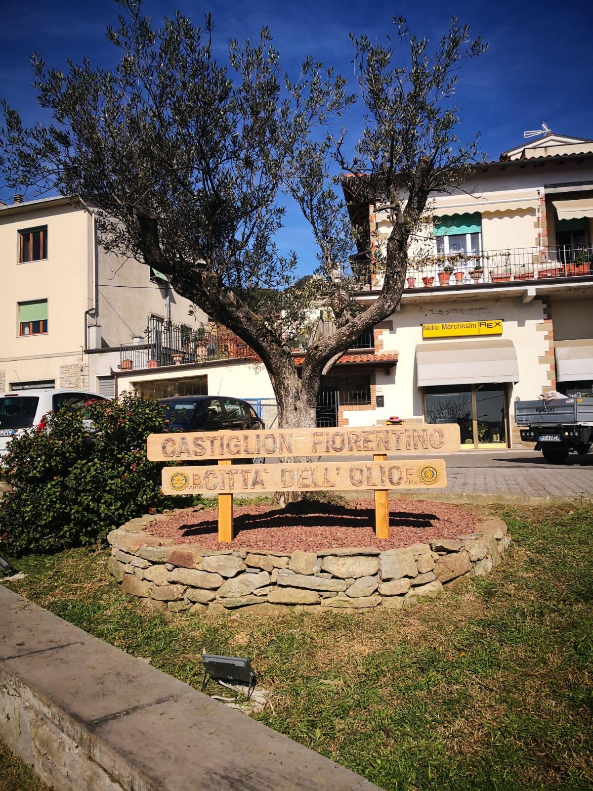 """""""Castiglion Fiorentino, Città dell'olio"""".   Un cartello stradale sancisce la colloborazione con l'Associazione Nazionale"""