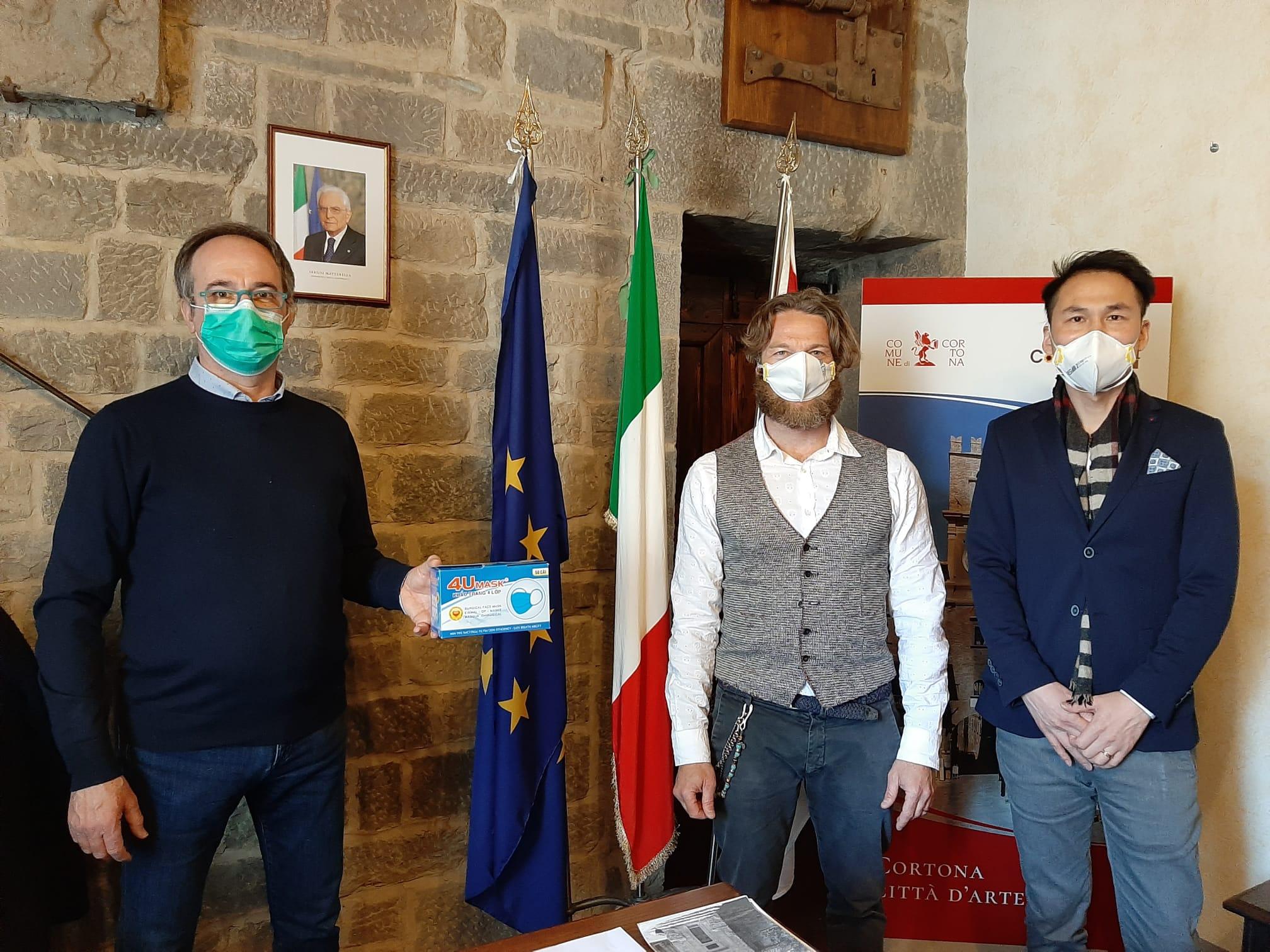 Imprenditori donano 1000 mascherine al Comune di Cortona