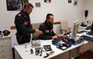 Tentano di occultare droga durante un controllo: arrestato un 20enne e denunciato un minorenne