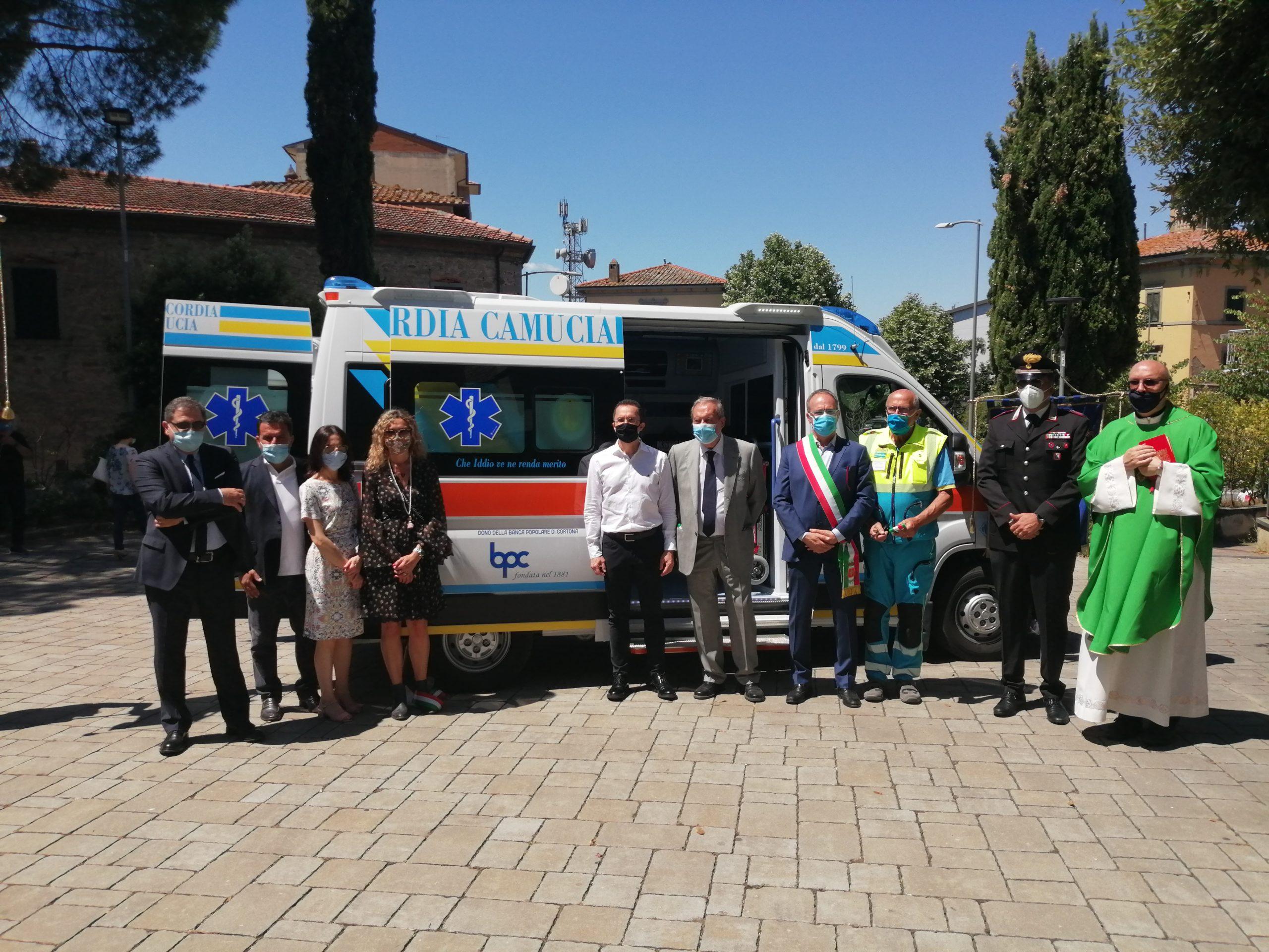 Una nuova ambulanza per la Misericordia di Camucia donata da Banca Popolare di Cortona