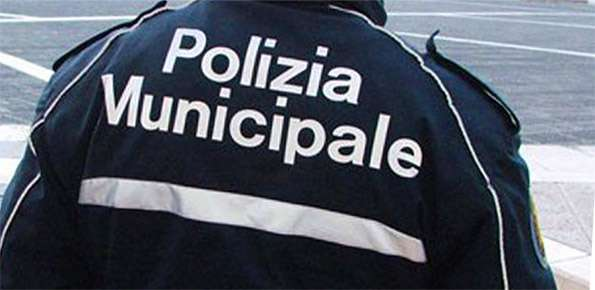 In isolamento fiduciario, ma esce di casa: multato dalla PM