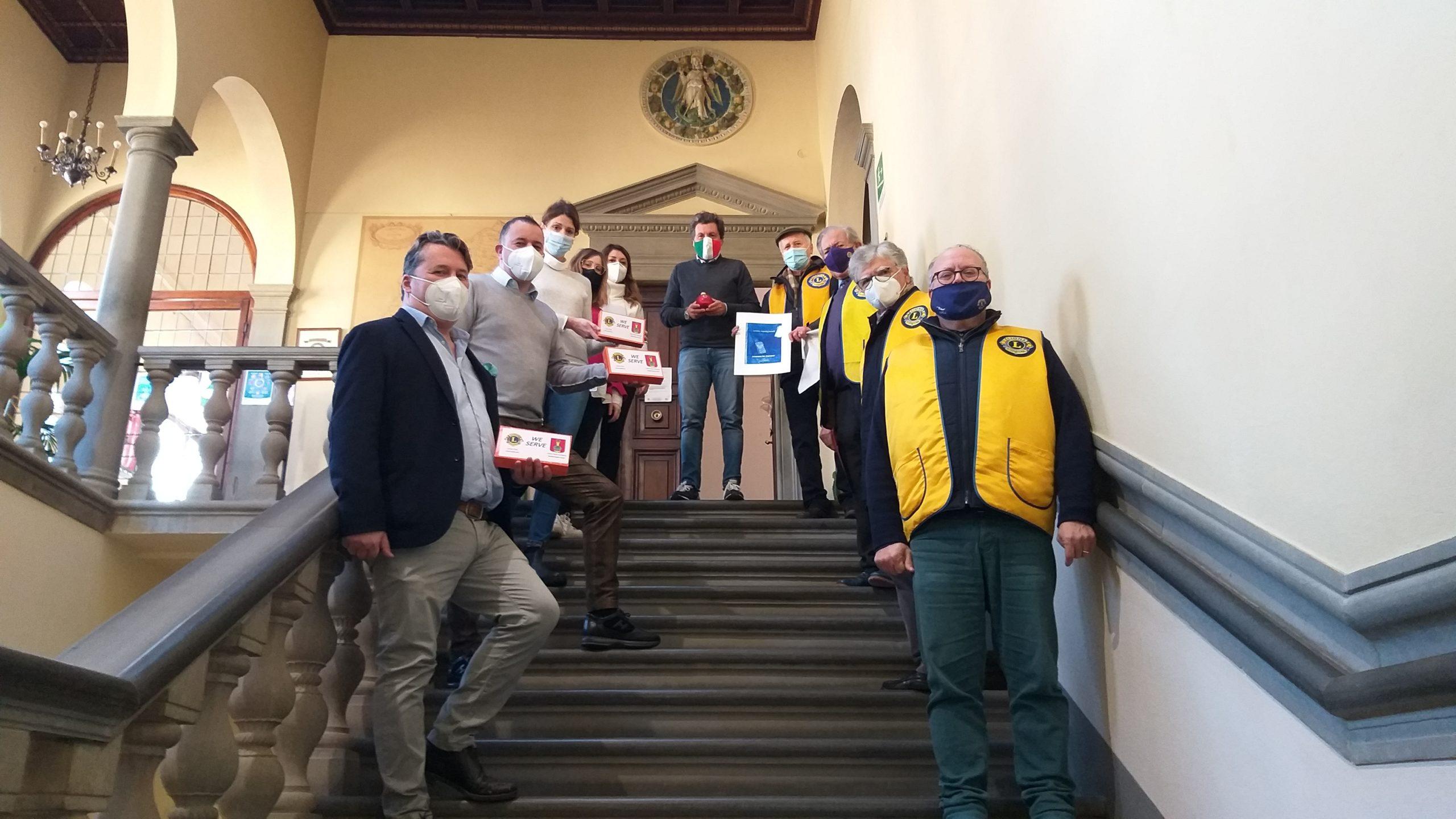 Il Lions Club Cortona Valdichiana Host dona 3 tablet per chi si trova in difficoltà nella didattica a distanza