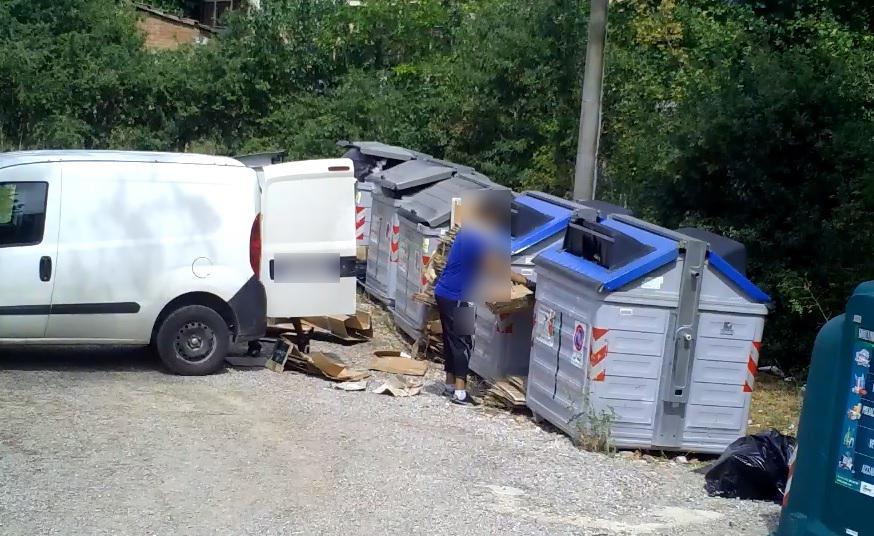 Cortona, lotta all'abbandono dei rifiuti. Multe a chi non rispetta le regole
