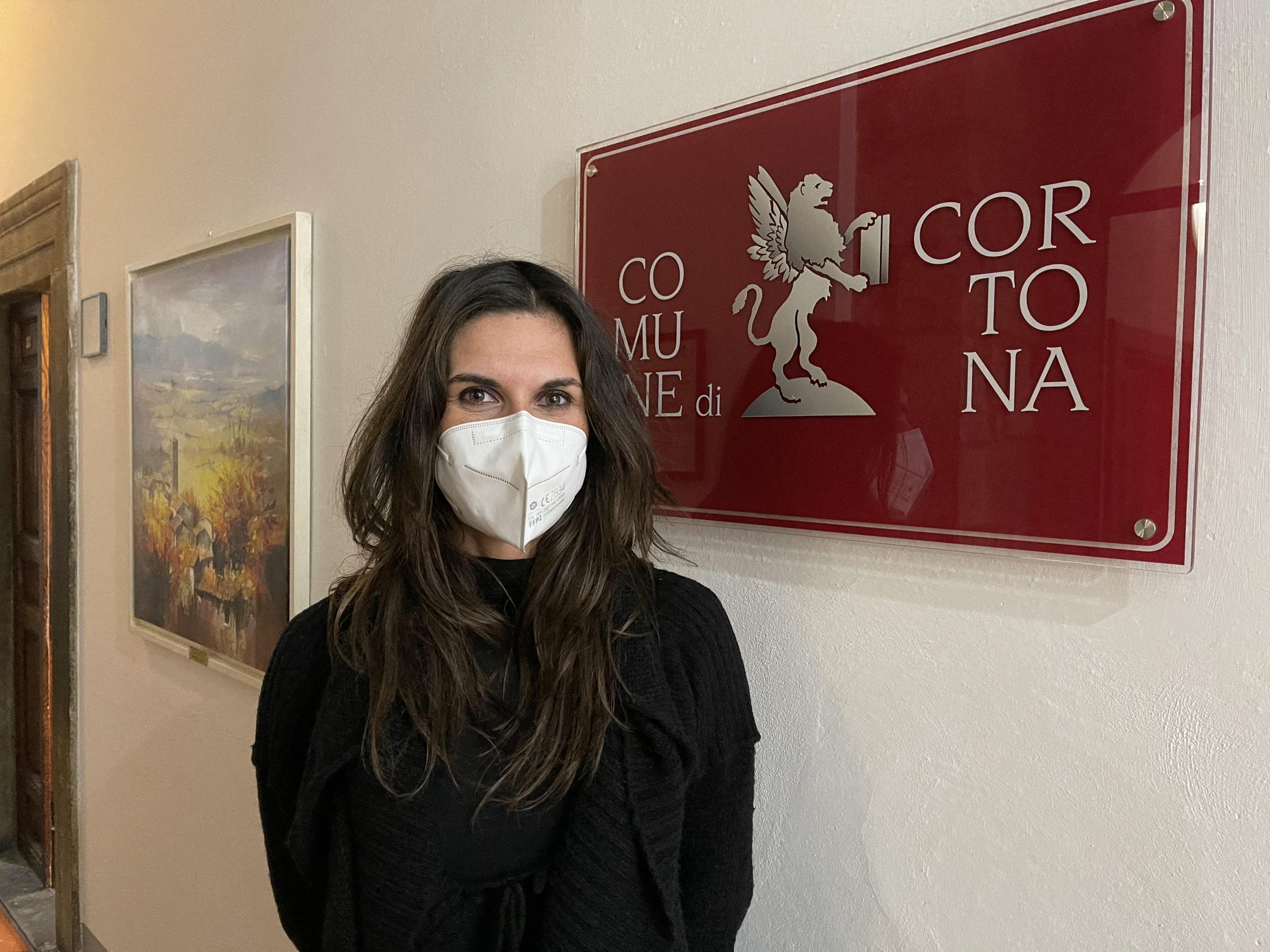 Ripartono le scuole superiori: studenti distanziati e uso delle mascherine alle fermate dei bus grazie ai volontari