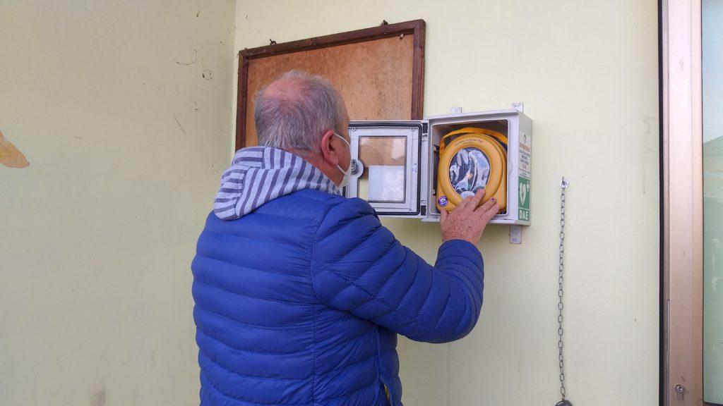 Grazie alla generosità degli abitanti della frazione, a Castroncello installata la 21esima postazione del defibrillatore