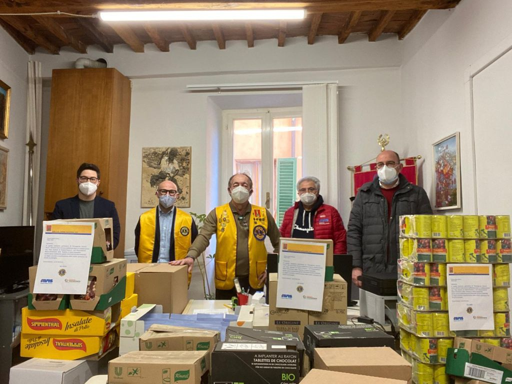 Lions Club Cortona Valdichiana dona 6 quintali di generi alimentari