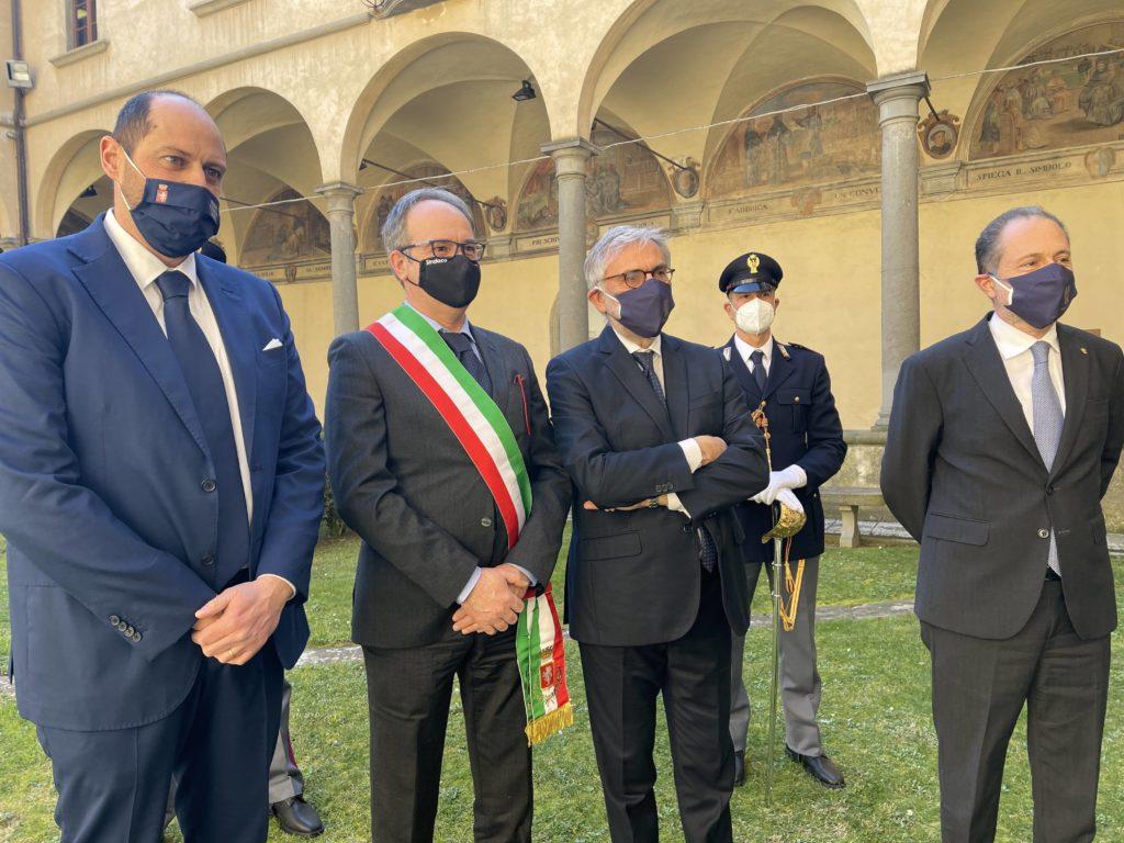 Cortona ha conferito la cittadinanza onoraria alla Polizia di Stato
